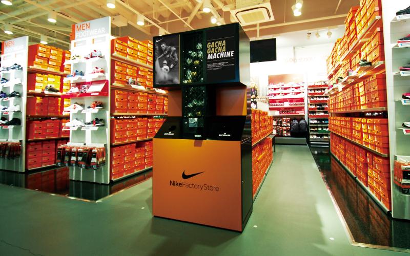 Nike Factory Store ビッグガチャガチャマシン キャンペーン